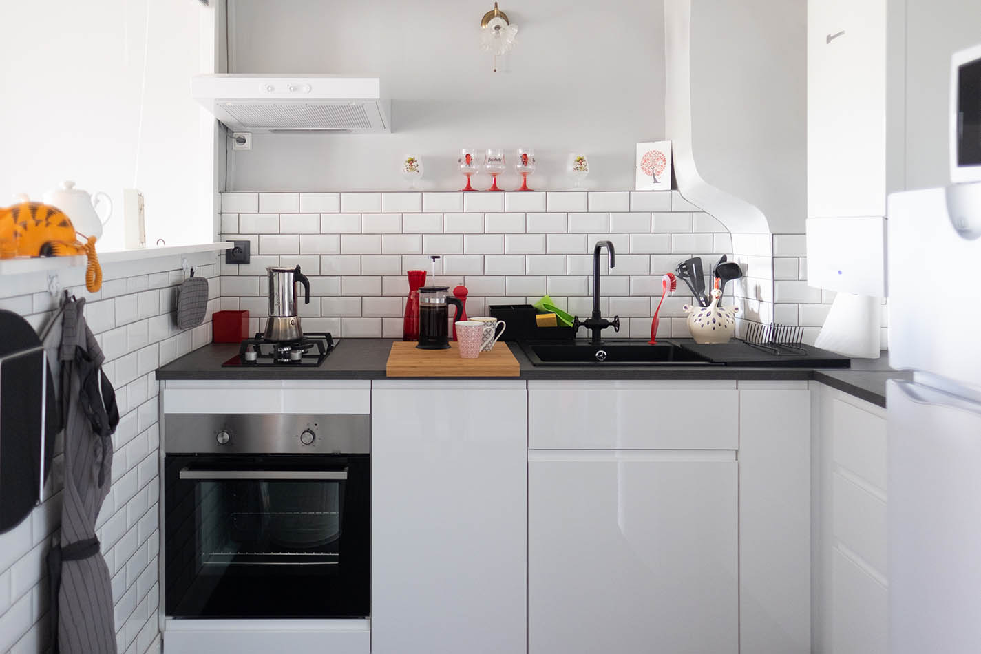 Une cuisine agréable et qui communique avec la salle à manger